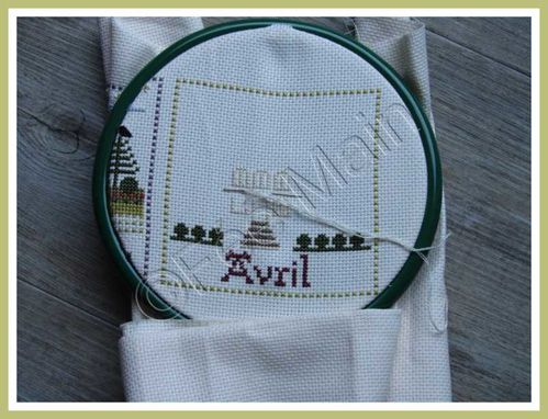 Broderie Maison de Campagne Avril