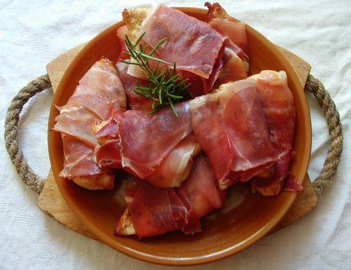 escalopes de poulet enroulé au jambon cru