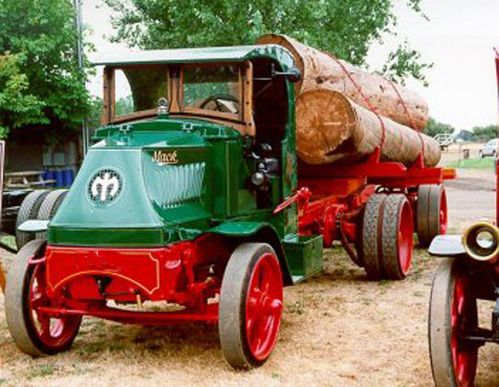 Mack-transport-bois
