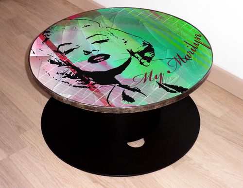 Table basse d co en bois marilyn monroe verte et rose for Objet deco pour table de salon