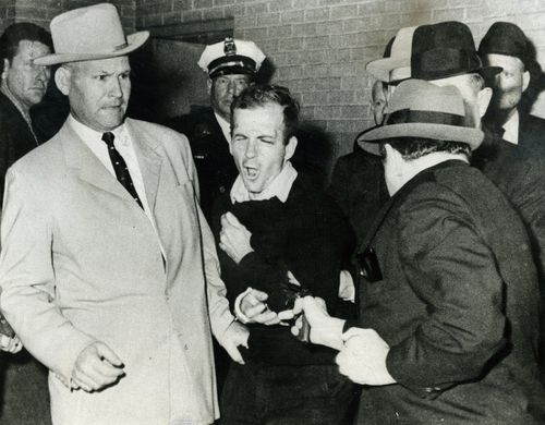 Lee-Harvey-Oswald-after-shooting-by-Jack-Ruby-2