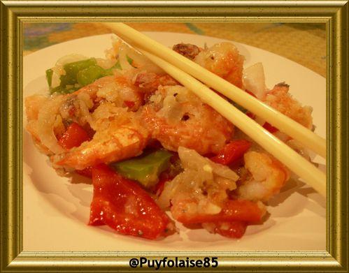 crevettes-sautees-sel-et-poivre-avec-baguettes.jpg