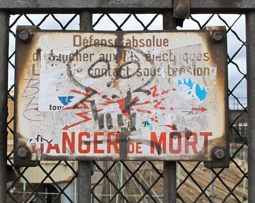 Cr-ne-plaque-danger-mort-tag.jpg