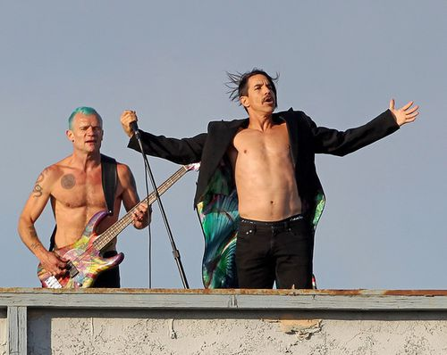 Red-Hot-Chili-Peppers-give-free-concert-rooftop-fBQTv1HMzLT.jpg