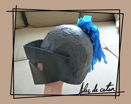 2012 - deguisement de chevalier - casque de coté