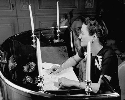 duchess of windsor paris upstairs sitting room desk 1939