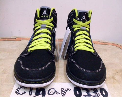air-jordan-1-retro-high-black-cyber-sapphire-2.jpg
