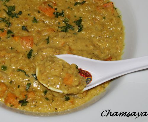 Dhal-de-lentilles-corail-a-la-patate-douce-et-au-lait-de-co