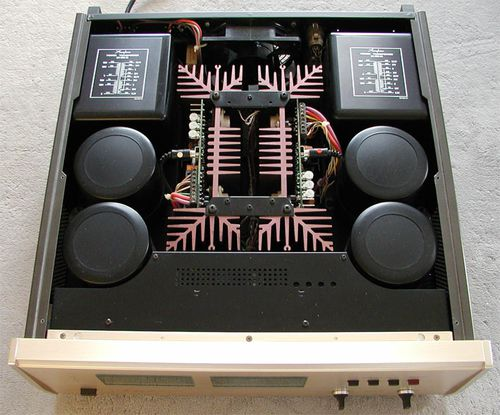 Accuphase-P-400-Front-offen_1.jpg