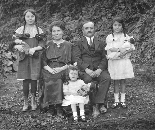 Copie-de-1922familleDurinetles3filles.jpg