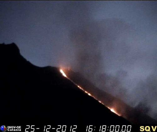 2012.12.25-16h18-coulee-lave-Stromboli.jpg