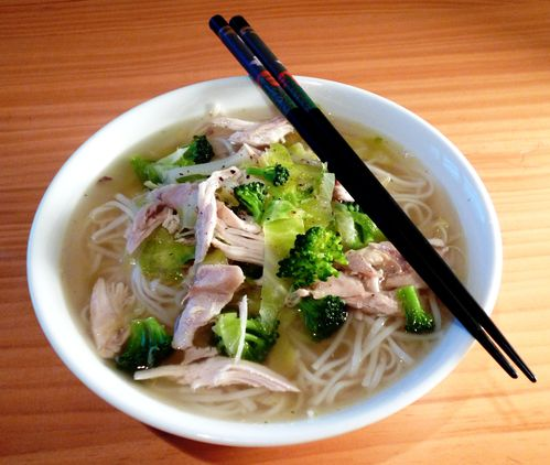 chicken and rice noodle soupe 1
