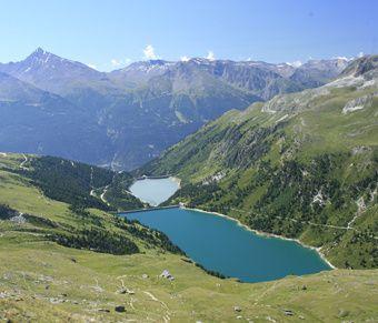 Les barrages de Plan d'Aval et de Plan d'Amont.