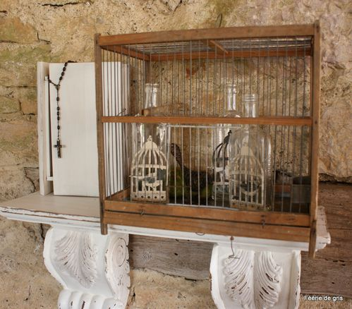 cages d 39 oiseaux pour ambiance shabby f erie de gris. Black Bedroom Furniture Sets. Home Design Ideas