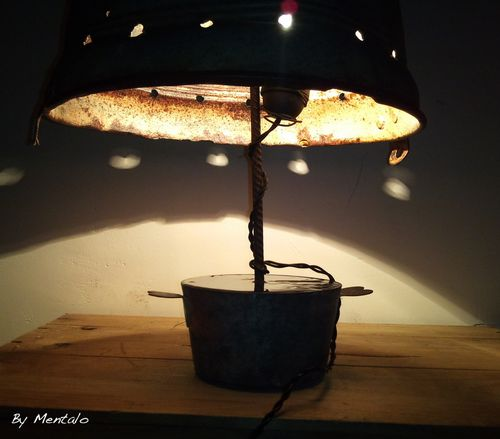 d tournement d 39 objets une lampe r cup 39 avec un seau pour abat jour les r cup 39 cr ations de. Black Bedroom Furniture Sets. Home Design Ideas