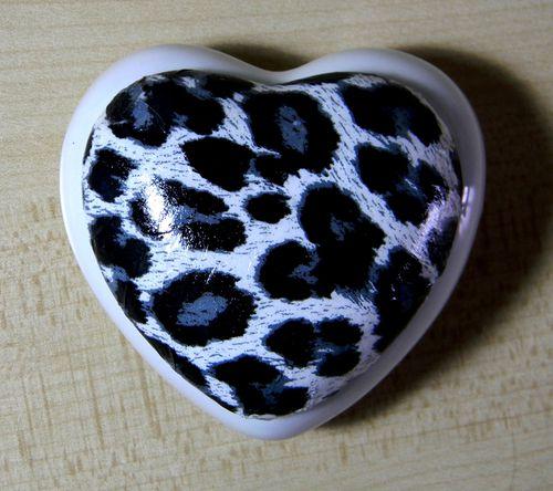 Boîte coeur porcelaine décor panthère août 2013 (2)