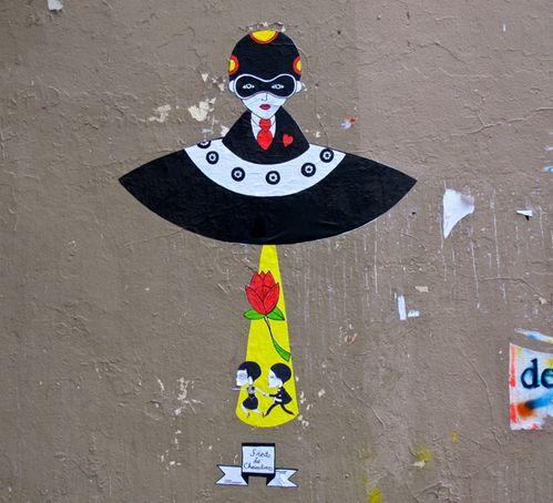 Le Chevalier street-art Beaubourg soucoupe