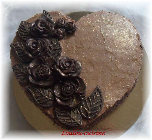 gateau-coeur-et-son-bouquet-de-rose-au-chocolat.jpg