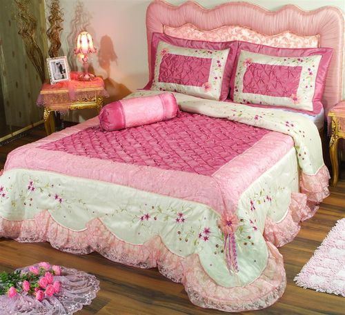 istanbul kitsch dormir dans un dessus de lit de sultane gis le durero koseoglu crivaine d. Black Bedroom Furniture Sets. Home Design Ideas