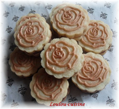 biscuits-roses-baroques-fourres-chocolat.jpg