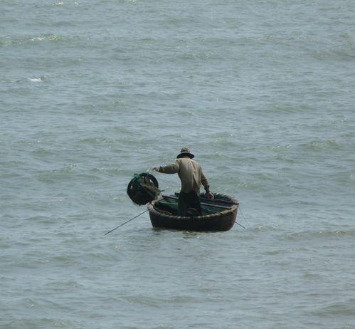 11-Quy Nhon-pecheur barque ronde