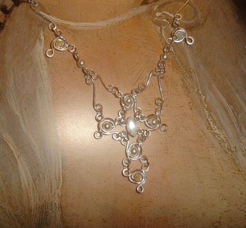 collier-mariage-d-inspiration-medievale-nacre--white-opal.JPG