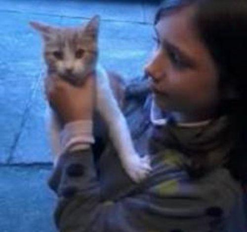 Margaux-et-le-petit-chat-nov-2012.JPG