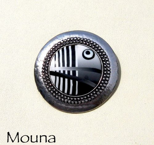 Broche Noir de blanc DISPONIBLE: 17 euros.