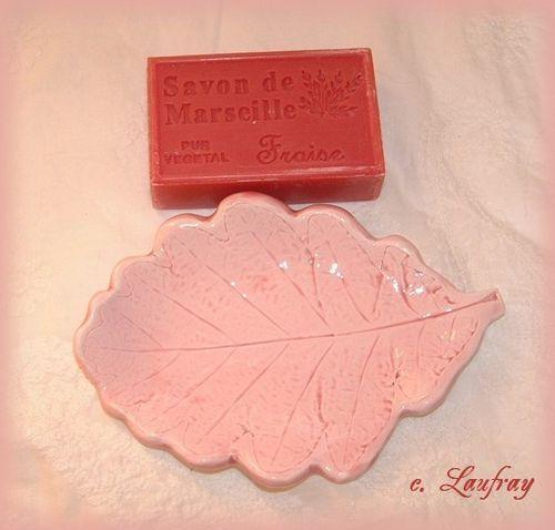 porte-savon-rose-marseille-parfum-fraise.jpg