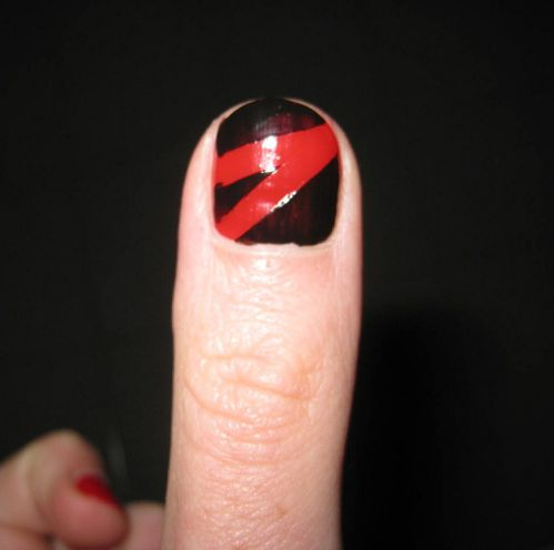 Nail art scotch noir et rouge 04