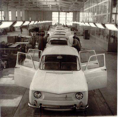1967-Bulgarrenault_8_Assembly_Line_-1967-.JPG