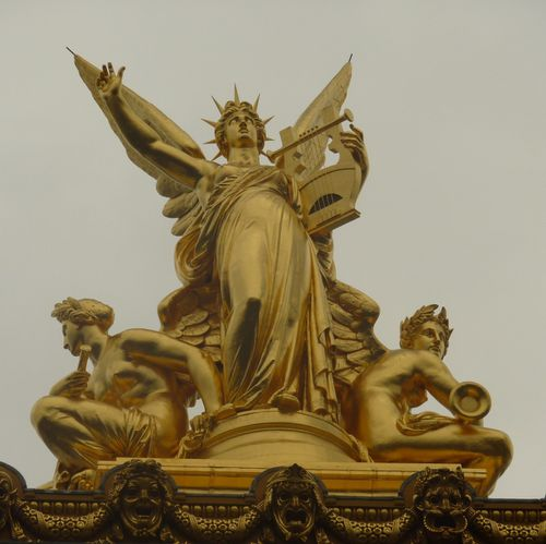 PARIS TOITS CARRE STATUES