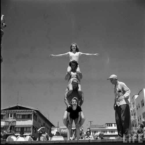 12-year-old-April-Atkins-on-Muscle-Beach--Californ-copie-1.jpg