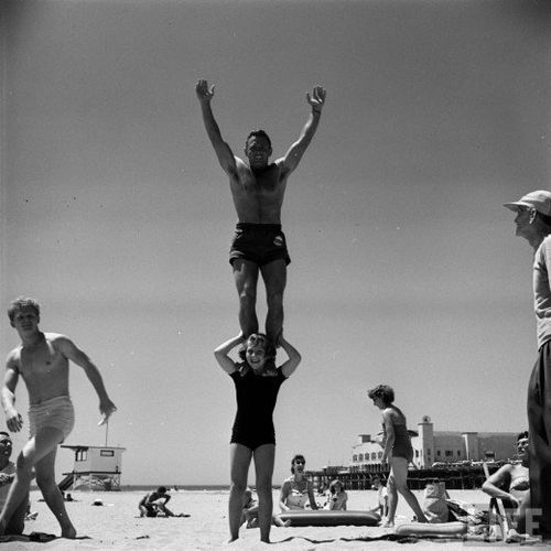 12-year-old-April-Atkins-on-Muscle-Beach--California--1954-.jpg