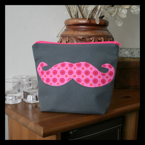 Trousse-a-moustaches.jpg