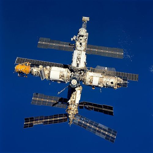 Mir_seen_on_STS-89.jpg