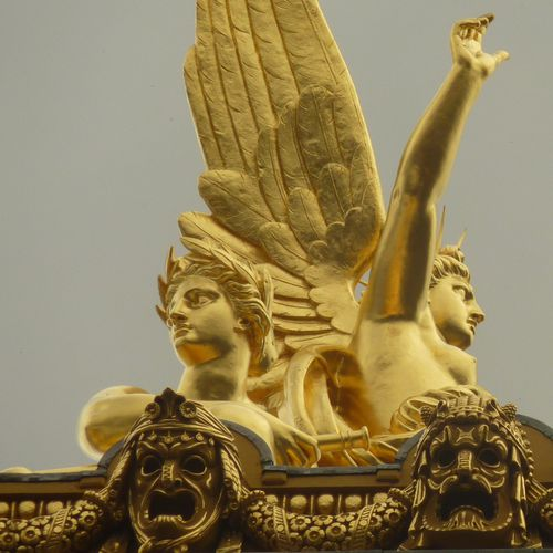 PARIS TOITS CARRE OPERA STATUE OR