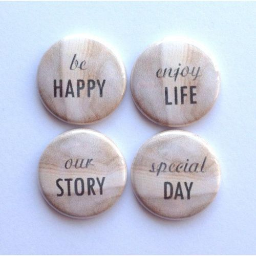4-badges-wood-vintage.jpg