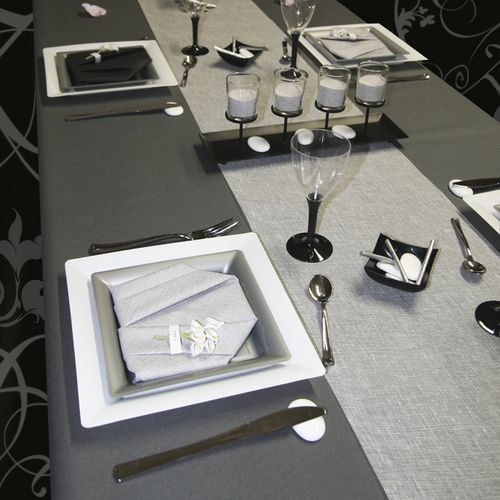 D coration de table blanc gris et noir le blog d for Nappe et serviettes de table