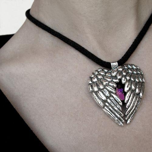 pendentif collier coeur ange plume metal argente medieval