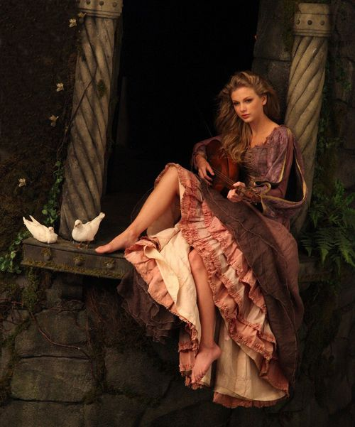 taylor-swift-2013-disney-princess-rapuncel-castle-fairytale.jpg