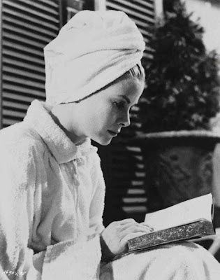 Grace-Kelly-reading.jpg