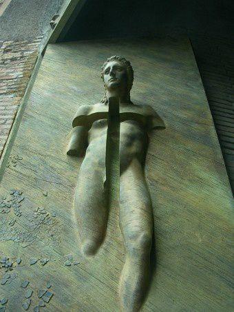 Igor-Mitoraj-La-porte-des-anges.jpg