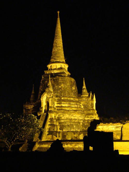 -Ayutthaya---Wat-Phra-Si-Samphet-de-nuit-