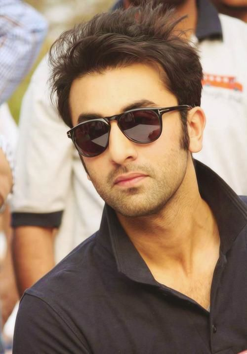 Ranbir-Kapoor-plays-a-fun-match-with-the-kids-from-copie-1.jpg