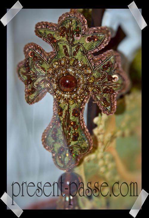 crucifix en tissu 76