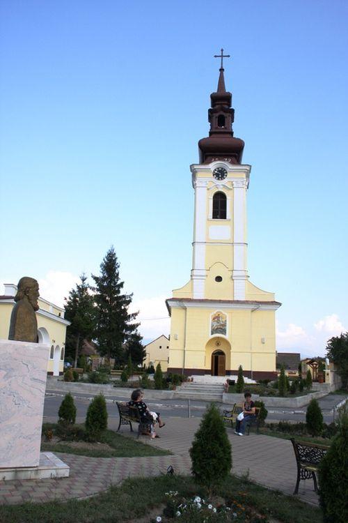 http://img.over-blog.com/500x750/1/88/75/83/pentru-stiri/stiri13/catedrala-veche-2009.jpg