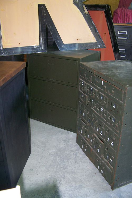 meuble clapets atelier militaire deco industriel nimes. Black Bedroom Furniture Sets. Home Design Ideas