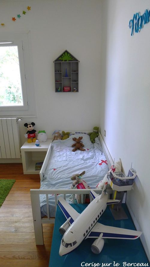 la chambre de baby boy 3 ans cerise sur le berceau. Black Bedroom Furniture Sets. Home Design Ideas