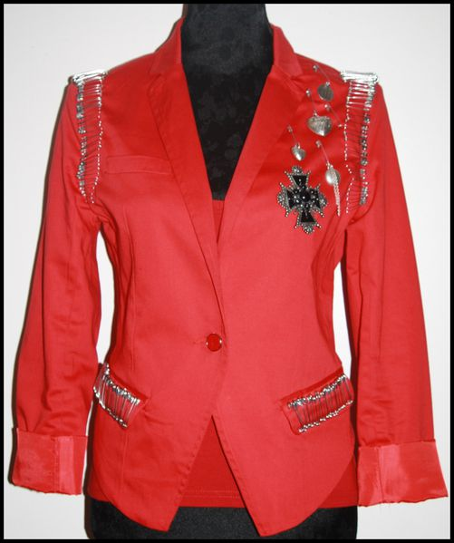Veste-rouge-epingles-tres-Balmain-copie-1.jpg